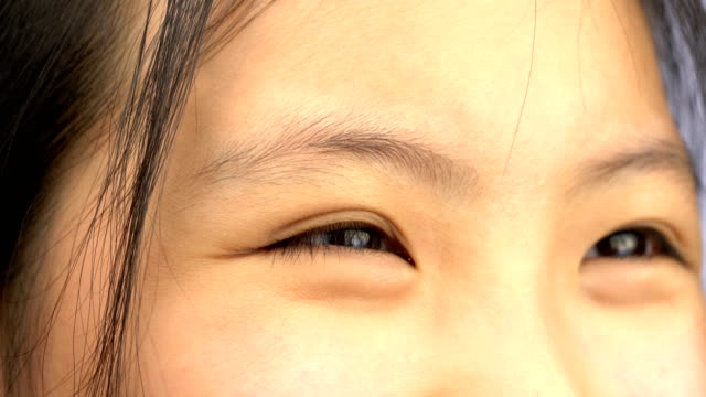 vídeos de stock e filmes b-roll de 4k cu of young asian woman smiling eyes - povo tailandês