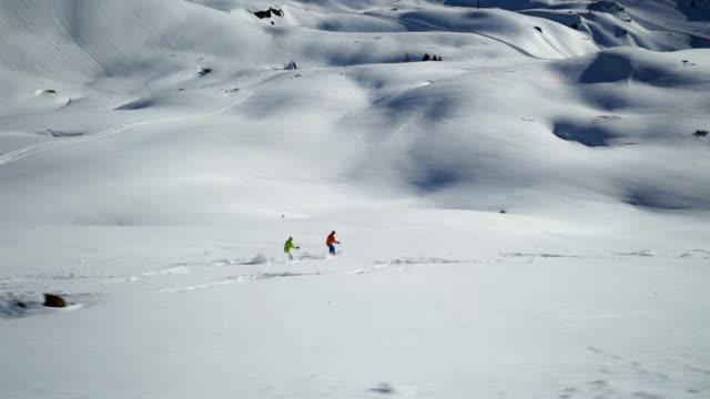 vidéos et rushes de off piste skiing - moins de 10 secondes