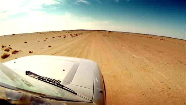 vidéos et rushes de la route dans le désert de l'afrique. - 4x4