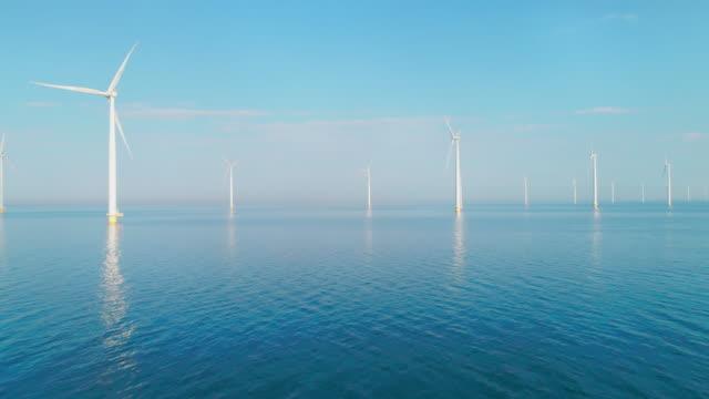 vídeos de stock, filmes e b-roll de off shore wind turbines - mar do norte