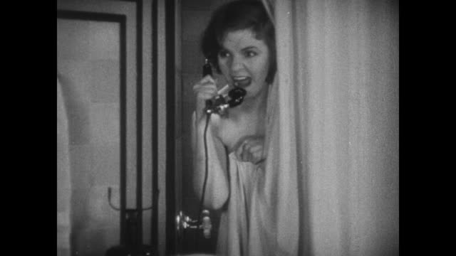 vidéos et rushes de 1931 offended woman (winnie lightner) in shower becomes irritated with impertinence of telephone caller - répondre