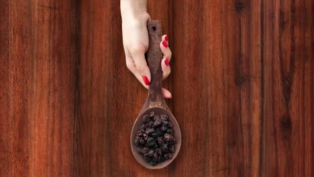 vidéos et rushes de avec raisins secs - raisin sec