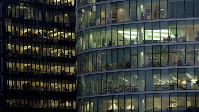 office-block bei nacht - 32 - office block exterior stock-videos und b-roll-filmmaterial