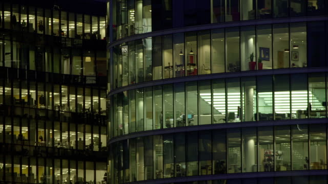 office-block bei nacht - 41 - office block exterior stock-videos und b-roll-filmmaterial