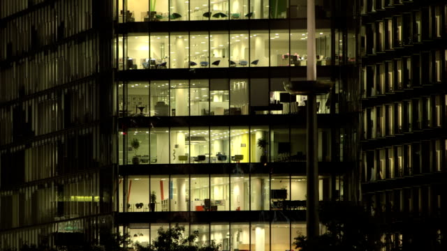 office-block bei nacht - 55 - office block exterior stock-videos und b-roll-filmmaterial