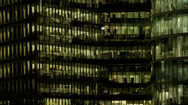 office-block bei nacht - 56 - office block exterior stock-videos und b-roll-filmmaterial