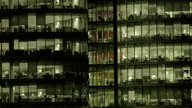 office-block bei nacht - 57 - office block exterior stock-videos und b-roll-filmmaterial