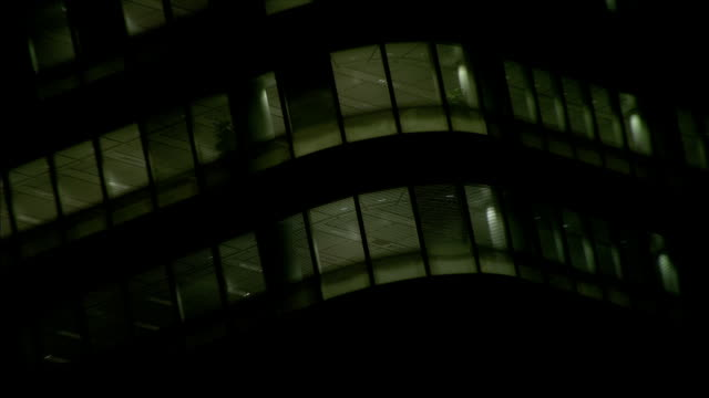 vidéos et rushes de ms zo office block windows at night / canary wharf, london, england - office block exterior