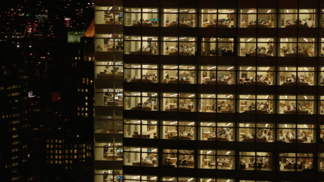 usa, nyc: office building by night - 外壁点の映像素材/bロール