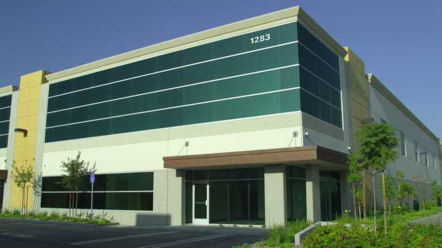 vídeos y material grabado en eventos de stock de ms office building, camarillo, california, usa - establishing shot