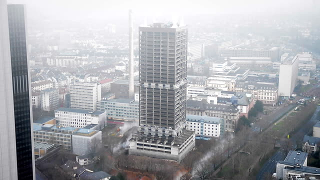 stockvideo's en b-roll-footage met office building demolition by explosion - bouwen