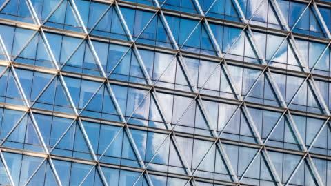 vidéos et rushes de bureaux building - vue en contre plongée verticale