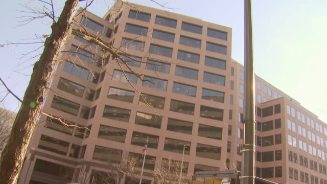 office building, washington, usa - office block exterior stock-videos und b-roll-filmmaterial