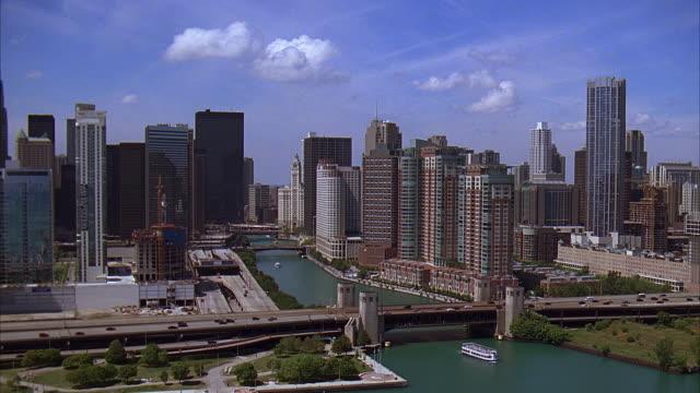 ms, ha, office buildings and bridges, chicago, illinois, usa - シカゴ市点の映像素材/bロール
