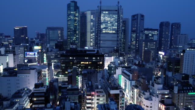 stockvideo's en b-roll-footage met office buildings at night - tokyo japan