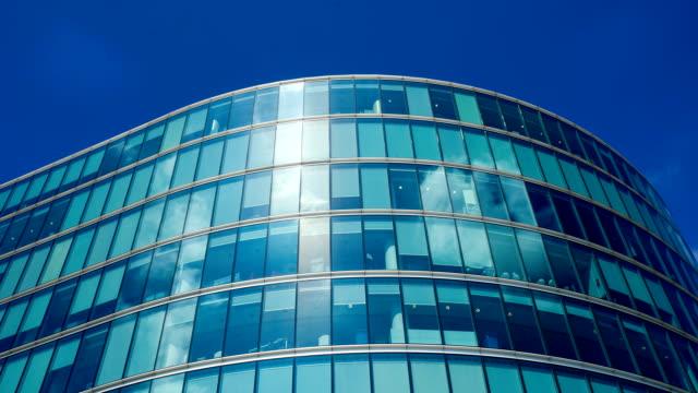 edificio ufficio affari a londra, inghilterra-time lapse - facciata video stock e b–roll