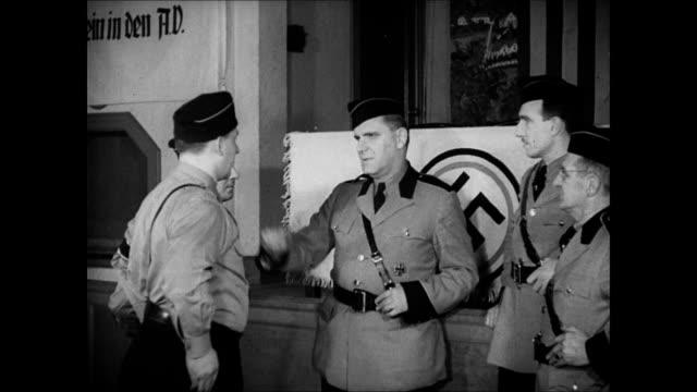 office door vs antisemite fritz kuhn shaking hands w/ other uniformed men giving speech behind podium audience listening - nordeuropäischer abstammung stock-videos und b-roll-filmmaterial