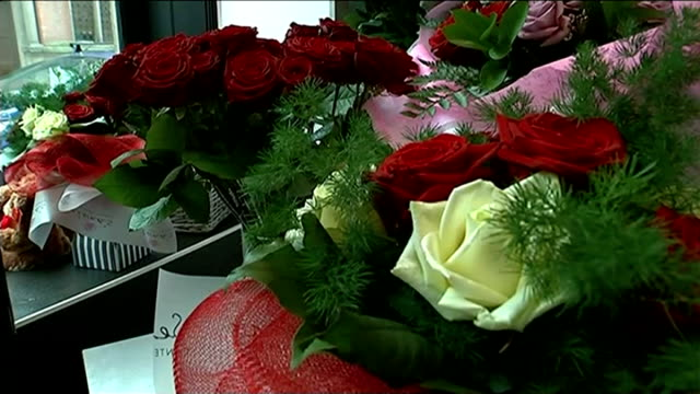 office for national statistics 'life satisfaction' survey; england: derbyshire: derby: int red roses displayed in florist's shop valentine's day... - バレンタインデー点の映像素材/bロール