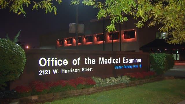 stockvideo's en b-roll-footage met office of the medical examiner in cook county on october 19, 2013 in chicago, illinois - lijkschouwer