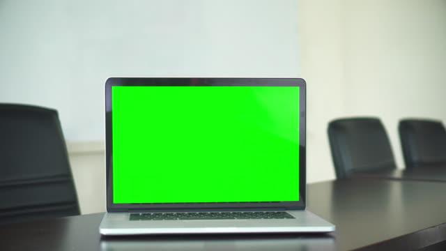 office shot of green screened laptop screen on desk - desktop chroma key stock videos & royalty-free footage