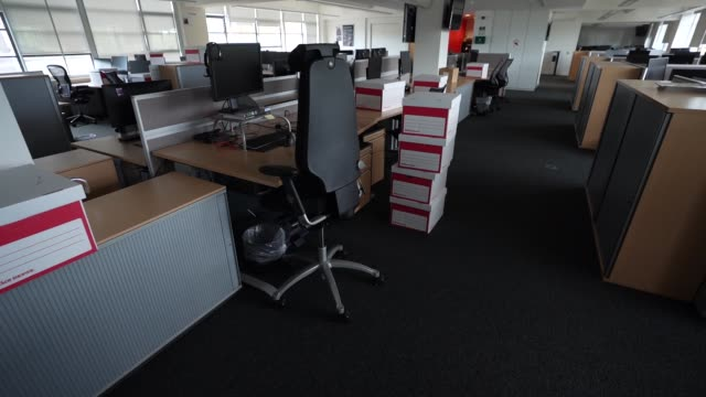 office space sits empty since a nationwide lockdown in march due to the coronavirus covid-19 pandemic on august 17, 2020 in london, england - employment issues stock videos & royalty-free footage