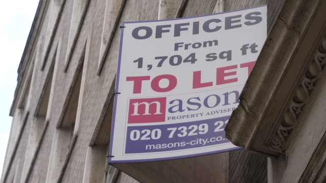 office to let sign in the city of london on august 02: on august 02, 2020 in london, england the future of offices in the uk is looking uncertain as... - employment issues stock videos & royalty-free footage
