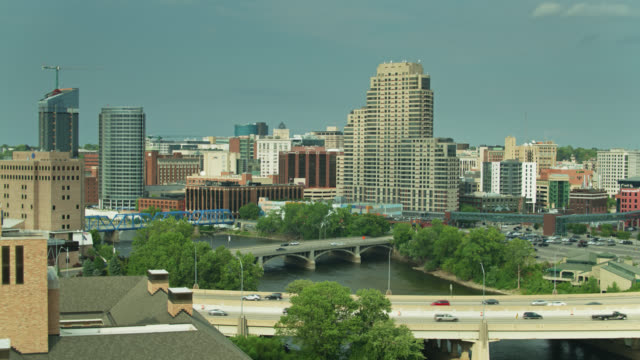 office towers and college in grand rapids, michigan - drone shot - michigan stock-videos und b-roll-filmmaterial