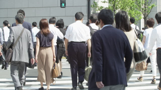 office workers on the way to work - 通勤点の映像素材/bロール