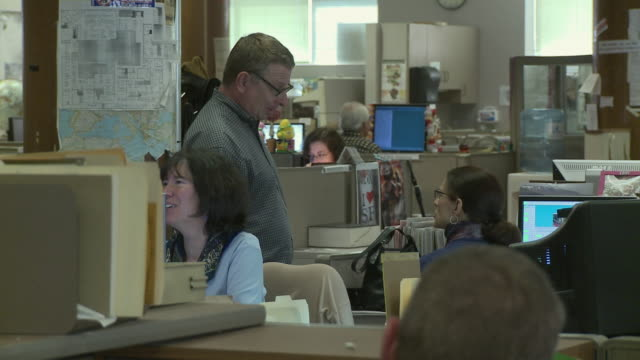 MS Office workers talking in office, San Francisco, California, USA / AUDIO