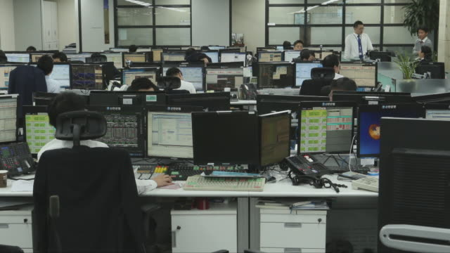 office workers working in an office in south korea - hart arbeiten stock-videos und b-roll-filmmaterial