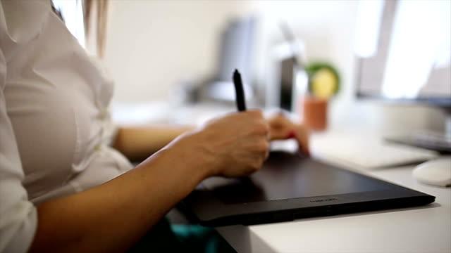 図面ボードの操作のオフィス - 製図板点の映像素材/bロール