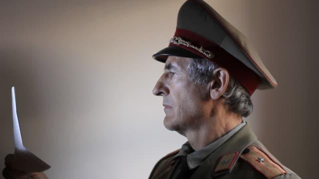 vídeos de stock, filmes e b-roll de a segunda guerra mundial o exército russo-diretor - antiguidade