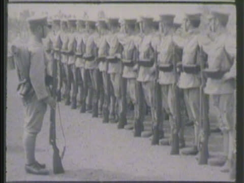 vídeos de stock e filmes b-roll de officer saluting. vs imperial japanese army soldiers standing in formation, others marching bg. vs officer leading, various soldiers standing in... - world war ii