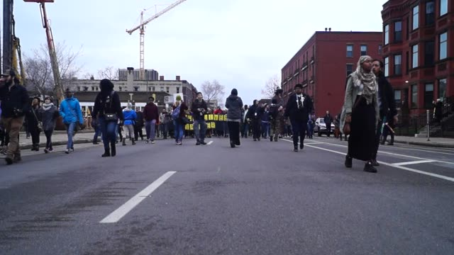 officers weren't charged in jamal clark case, sparking a black lives matter protest that shut down the 1600 block of plymouth avenue in north... - 黒人公民権運動点の映像素材/bロール