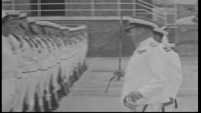 vidéos et rushes de official car arrives / admiral gladstone with officer carrying sword inspection of troops / sailors in offical white uniform and holding bayonet... - baïonnette