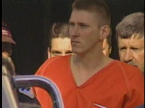officials escort convicted oklahoma city bomber timothy mcveigh outside the federal prison where he awaits execution by lethal injection. - execution stock-videos und b-roll-filmmaterial