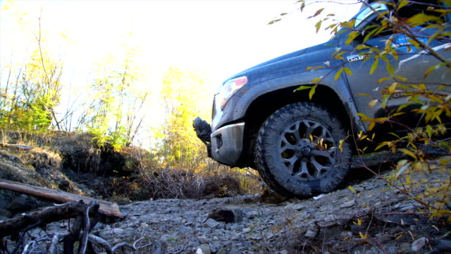 stockvideo's en b-roll-footage met off-road 4x4 car driving on road,russia. - twijg