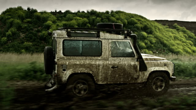 off-road - - schotterstrecke stock-videos und b-roll-filmmaterial