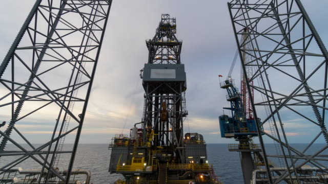 offshore drilling rig 4k time lapse day to night