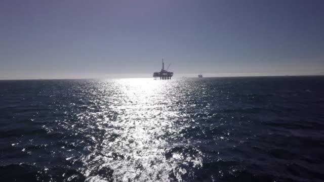 vídeos y material grabado en eventos de stock de fracturamiento hidráulico offshore de perforación en el océano pacífico - plataforma de construcción