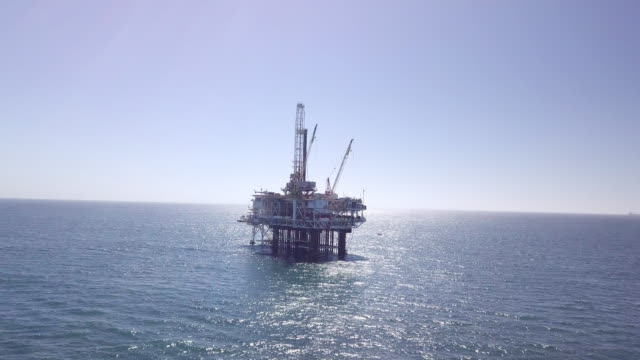 offshore fracking drilling rig in the pacific ocean - drill stock videos & royalty-free footage