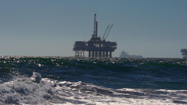 vidéos et rushes de fracking offshore drilling rig dans l'océan pacifique - gaz naturel