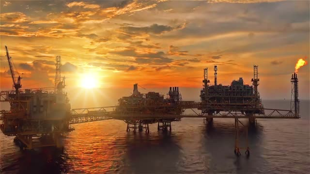 vídeos de stock e filmes b-roll de offshore oil and gas platform - indústria petrolífera