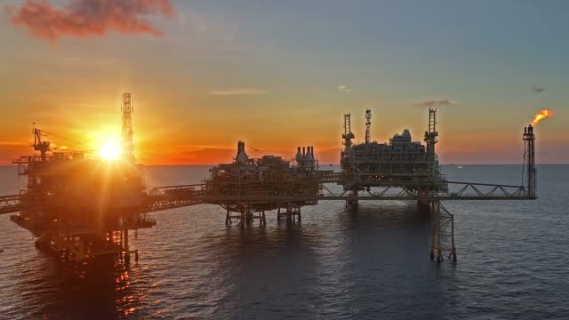 offshore oil and gas platform - industria petrolifera video stock e b–roll