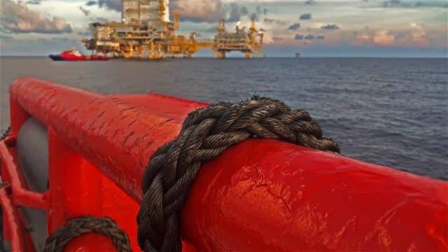 vídeos de stock e filmes b-roll de offshore oil and gas platform - petroleum