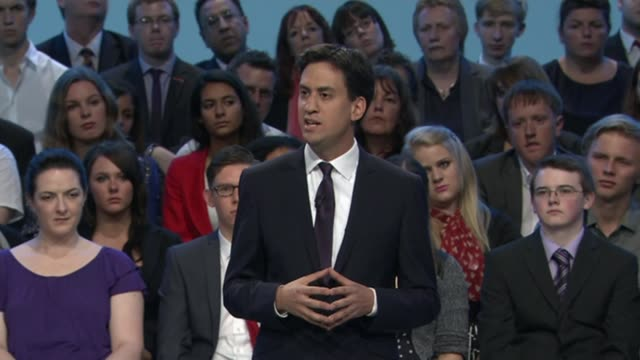 vídeos de stock e filmes b-roll de ofgem extends price cap to cover one million more customers lib / 2492013 brighton int ed miliband mp speech to labpur party conference sot - east sussex