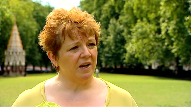 ofqual to 'look closely' at gcse english grades after concerns over unfair treatment london ext kathy james interview sot various of students looking... - 一般教育証明試験点の映像素材/bロール