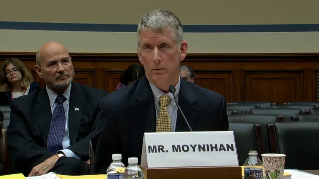 vídeos de stock, filmes e b-roll de ohio congressman jim jordan asks tax fraud investigators larry doyle and john moynihan at a house oversight and government reform subcommittee... - imposto