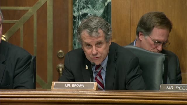 ohio senator sherrod brown ranking democrat on the senate banking committee says in a statement at a hearing on regulating crypto currencies that in... - usa:s senat bildbanksvideor och videomaterial från bakom kulisserna