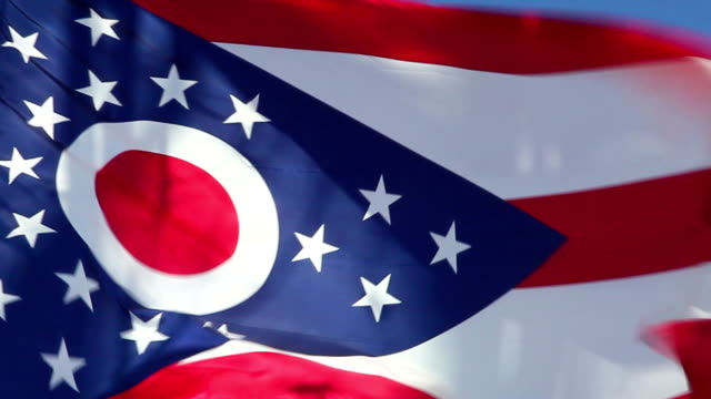 stockvideo's en b-roll-footage met ohio state flag waving in the wind - cu - ohio
